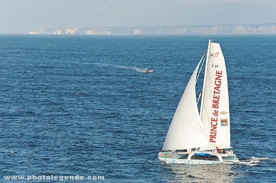 Le trimaran Prince de Bretagne au départ de la transat Jacques Vabre au Havre