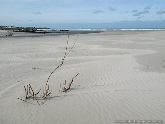 Sur la plage du Dossen à Santec